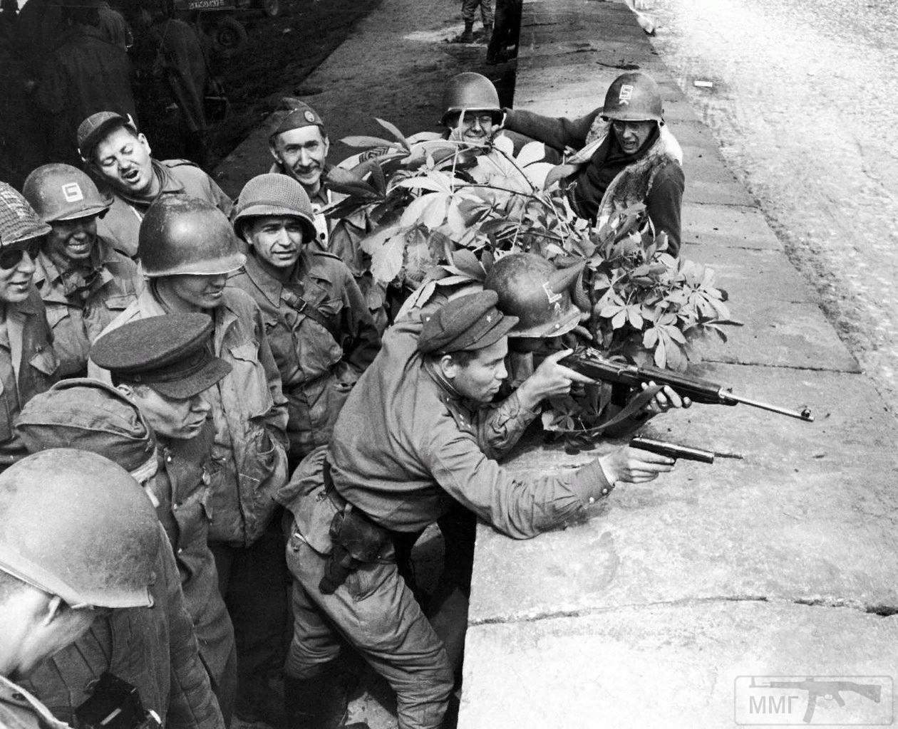 100437 - Русский герой обороны Берлина