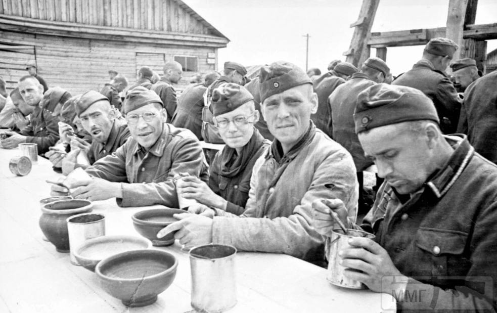 106703 - На стройке немцы пленные на хлеб меняли ножики...