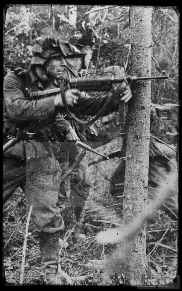 106787 - Панцергренадеры 40-го полка 17-й танковой дивизии в бою.