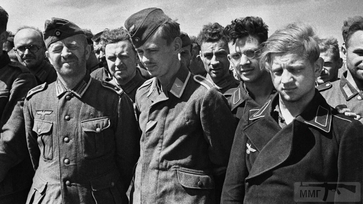 107100 - На стройке немцы пленные на хлеб меняли ножики...