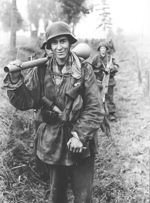 11216 - Ручной противотанковый гранатомет Panzerfaust (Faustpatrone)