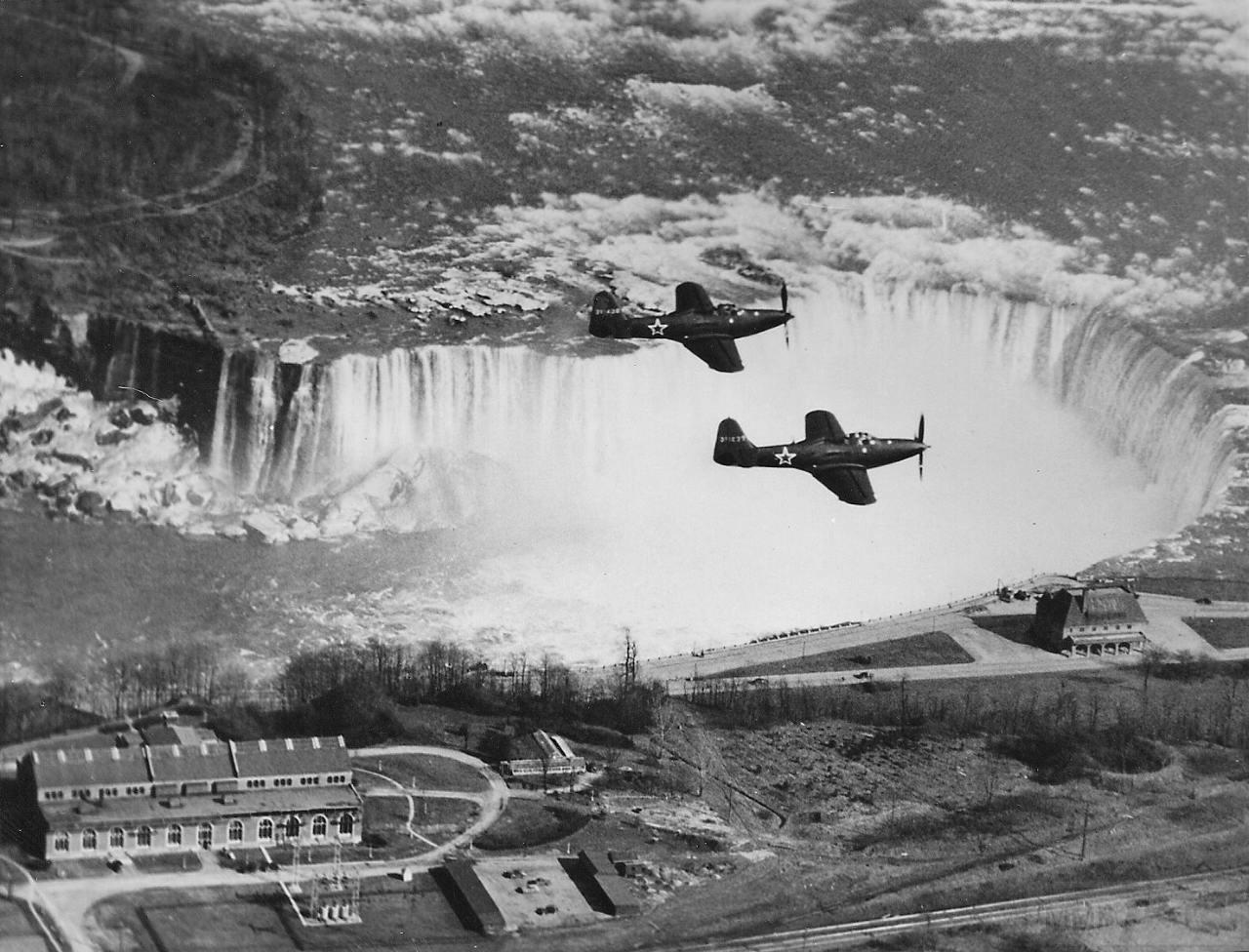 11249 - P-63 Kingcobra с советскими опознавательными знаками в небе над Ниагарским водопадом