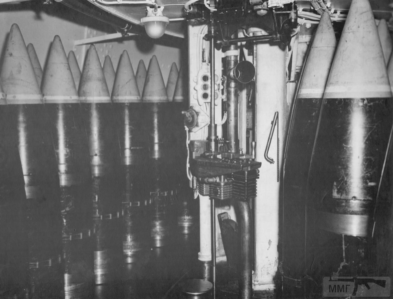 113353 - 406-мм бронебойные снаряды в погребе USS Iowa (BB-61)