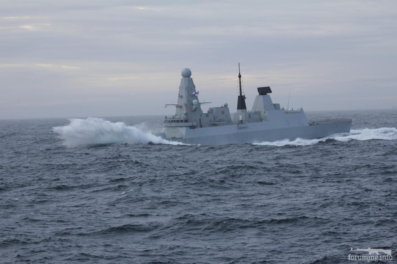 113603 - HMS Defender (D36) в Северном море.