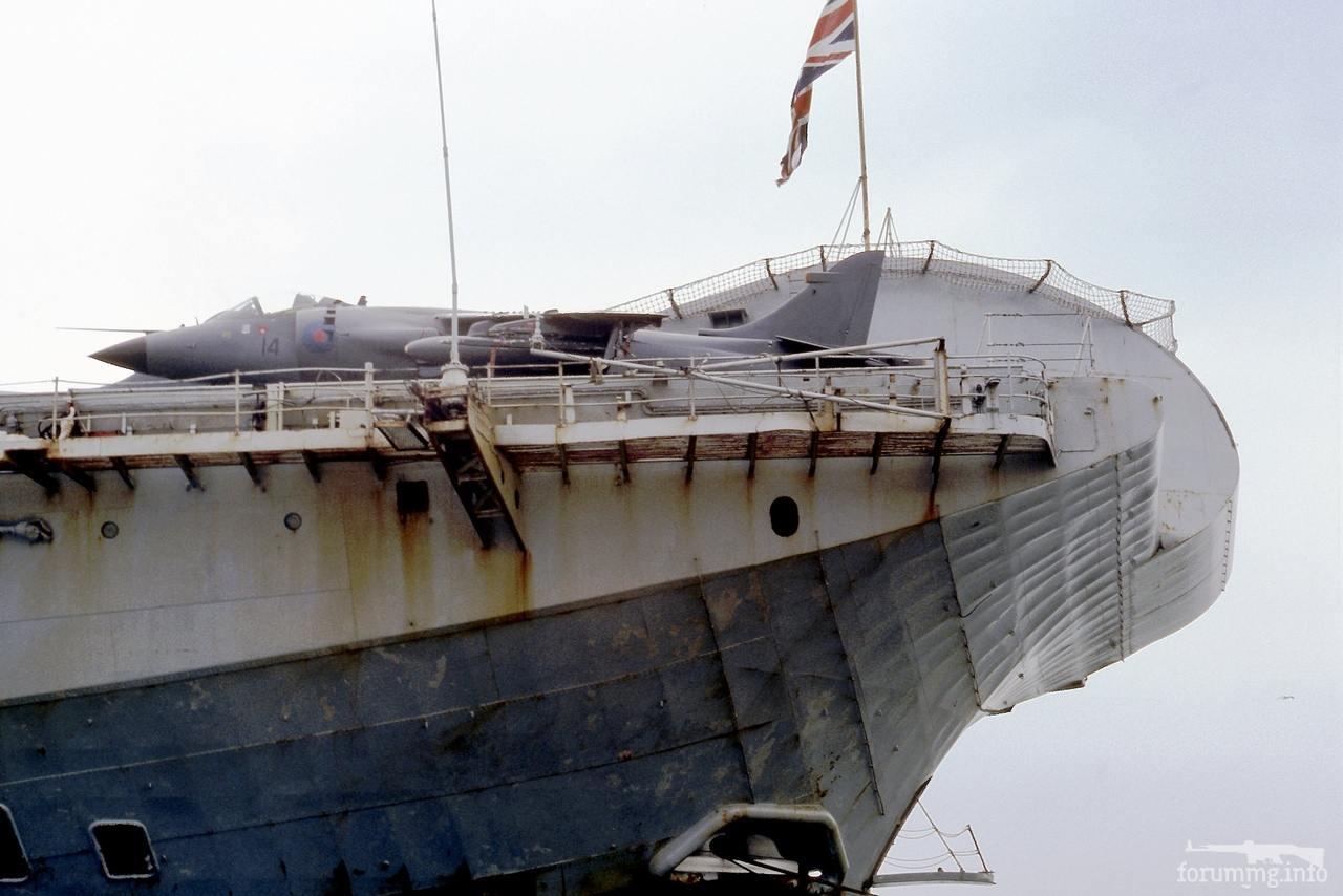 113608 - Harrier на авианосце HMS Hermes по прибытию с войны, 21 июля 1982 г.