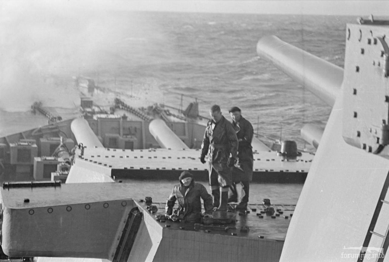 113727 - Вид на башни главного калибра HMS King George V, январь 1941 г.