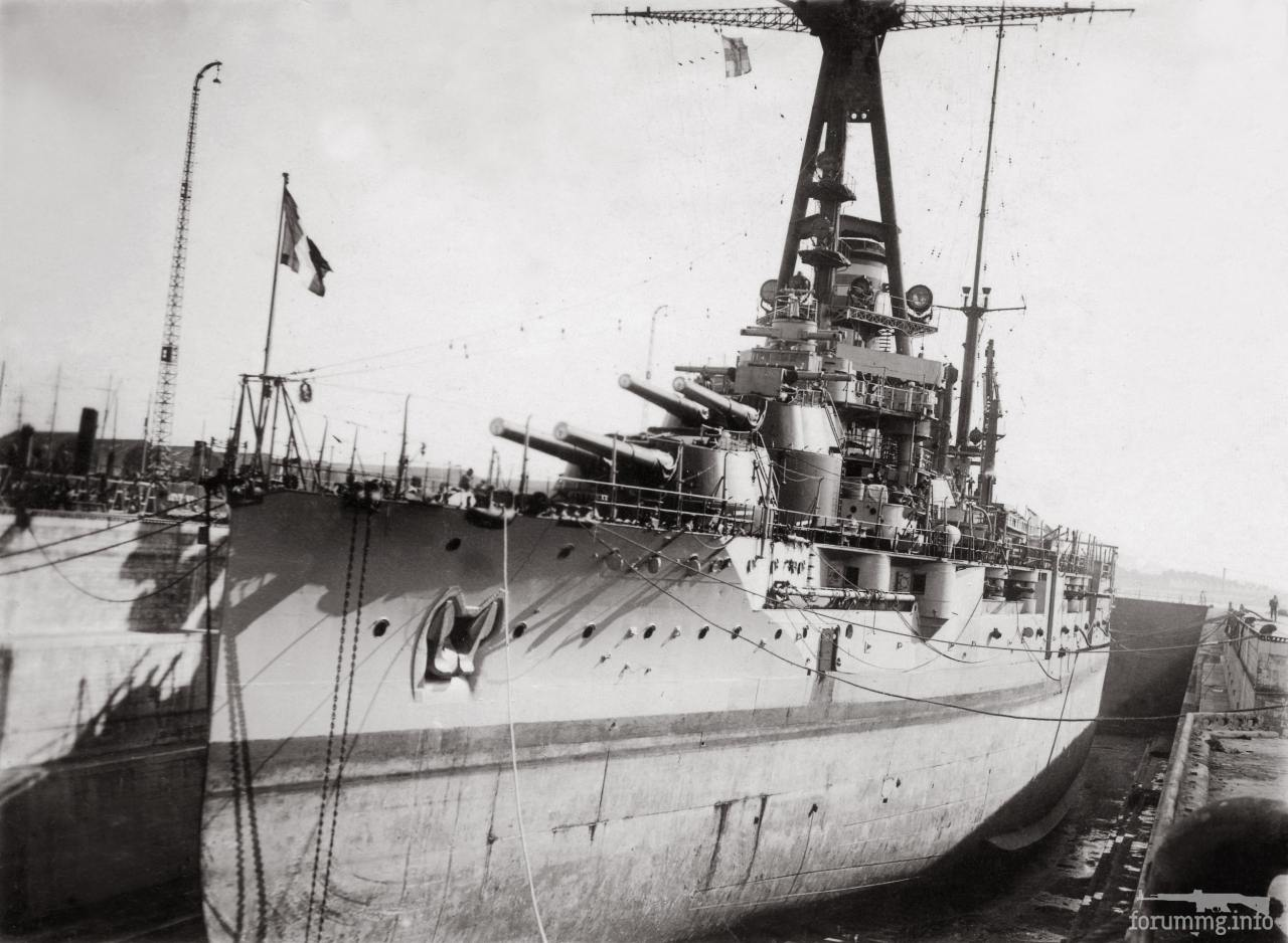 115301 - Линкор Bretagne в доке.