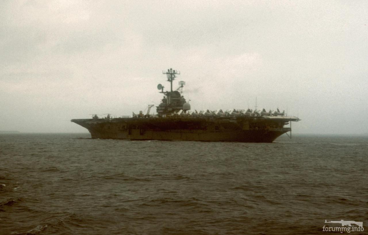 115954 - USS Intrepid (CV-11) в Токийском заливе, 1966 г.