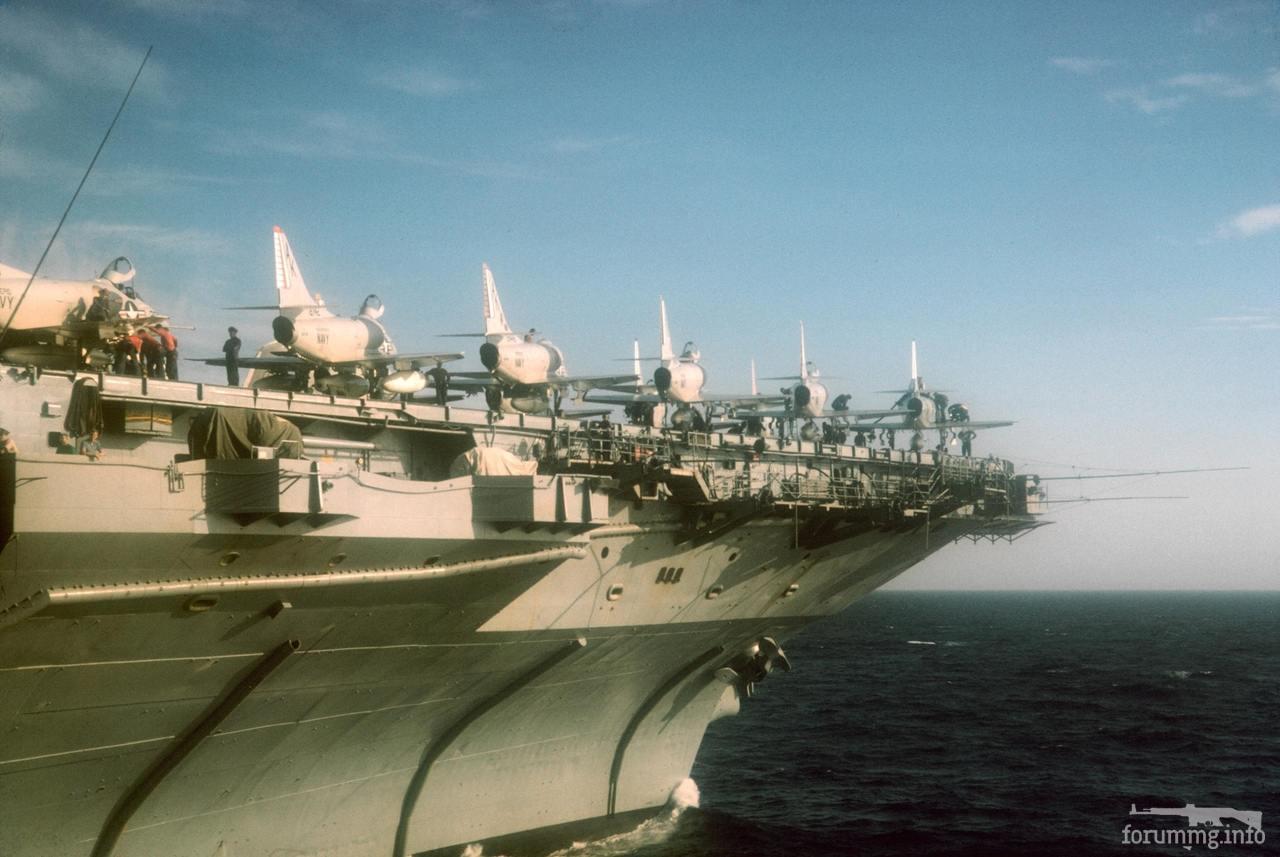 116615 - USS Intrepid (CV-11) в Средиземном море, 23 мая 1967 г. На палубе штурмовики Douglas A-4 Skyhawk.