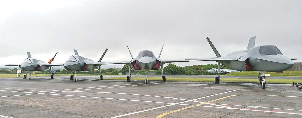 11687 - Два авианосца