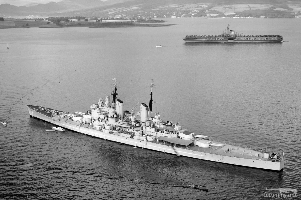 "118216 - Линкор HMS Vanguard и авианосец USS Midway (CV-41) в заливе Ферт-оф-Форт, Шотландия, накануне учений НАТО ""Мейн Брейс"", 13 сентября 1952 г."