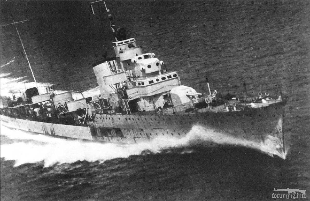 118544 - Эсминец Alfredo Oriani на полном ходу.