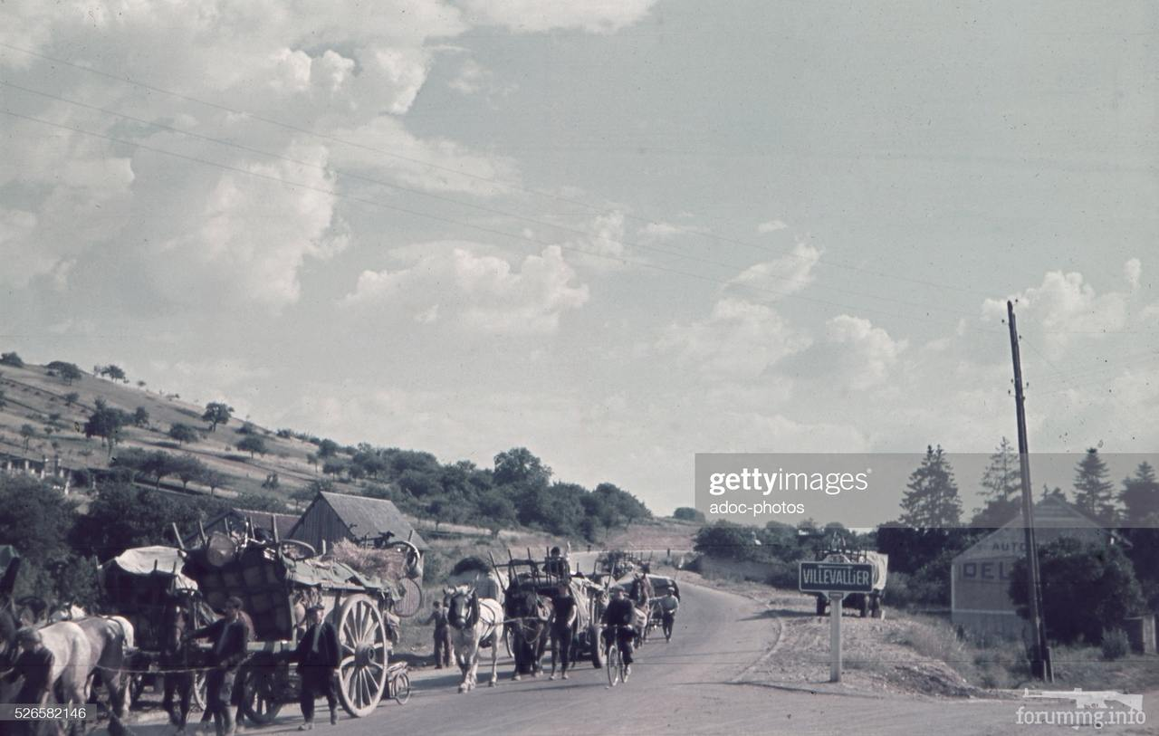 118808 - Французские беженцы у города Виллевалье в департаменте Йонн.
