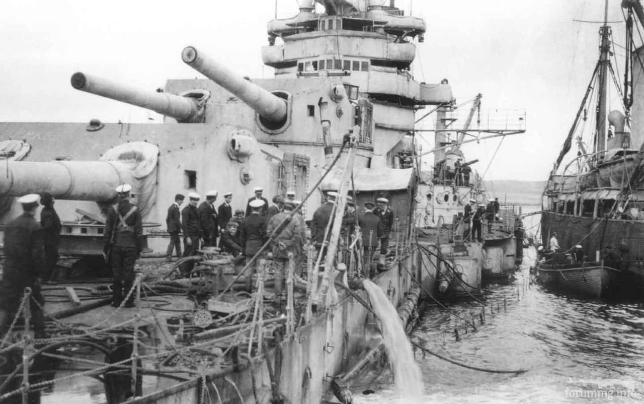 119149 - Откачка воды с поднятого на ровный киль линкора SMS Baden, лето 1919 г.