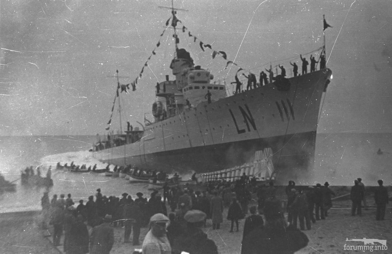 119555 - Спуск на воду эсминца Lanciere на верфи Cantieri del Tirreno di Riva Trigoso, 18 декабря 1938 г.