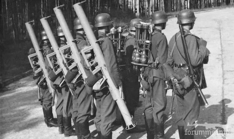 119856 - Реактивный противотанковый гранатомет RPzB.43 Ofenrohr Офенрор / RPzB.54 Panzerschreck Панцершрек