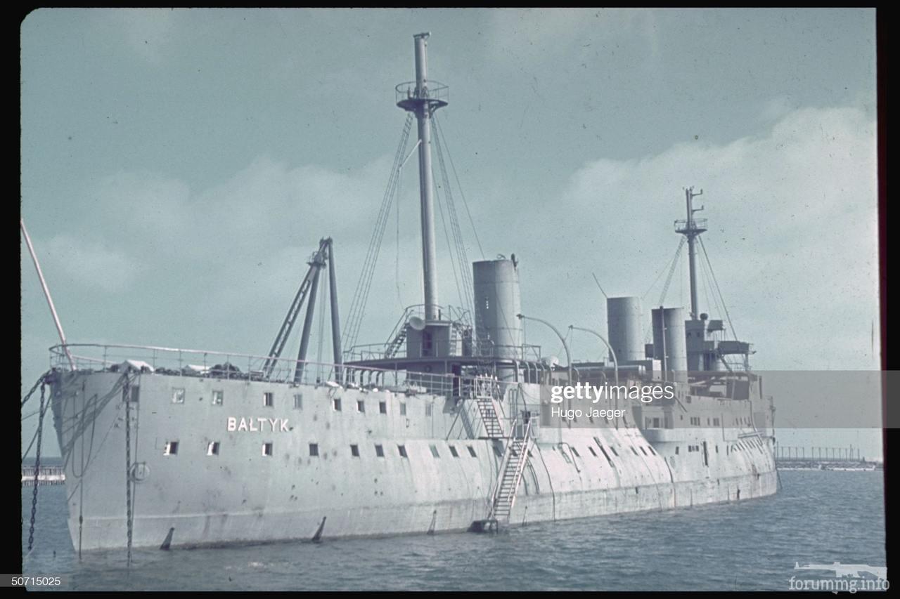 """121722 - Плавучая казарма польских ВМС """"Балтик"""" - бывший старый французский крейсер """"Д'Антркасто"""", купленный поляками в 1927 году."""