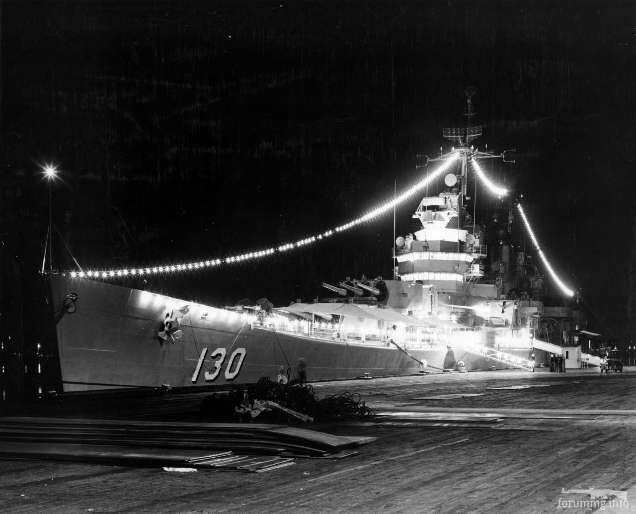 124414 - Тяжелый крейсер USS Bremerton (CA-130) в Сиднее на 17-ю годовщину сражения в Коралловом море, 1959 г.