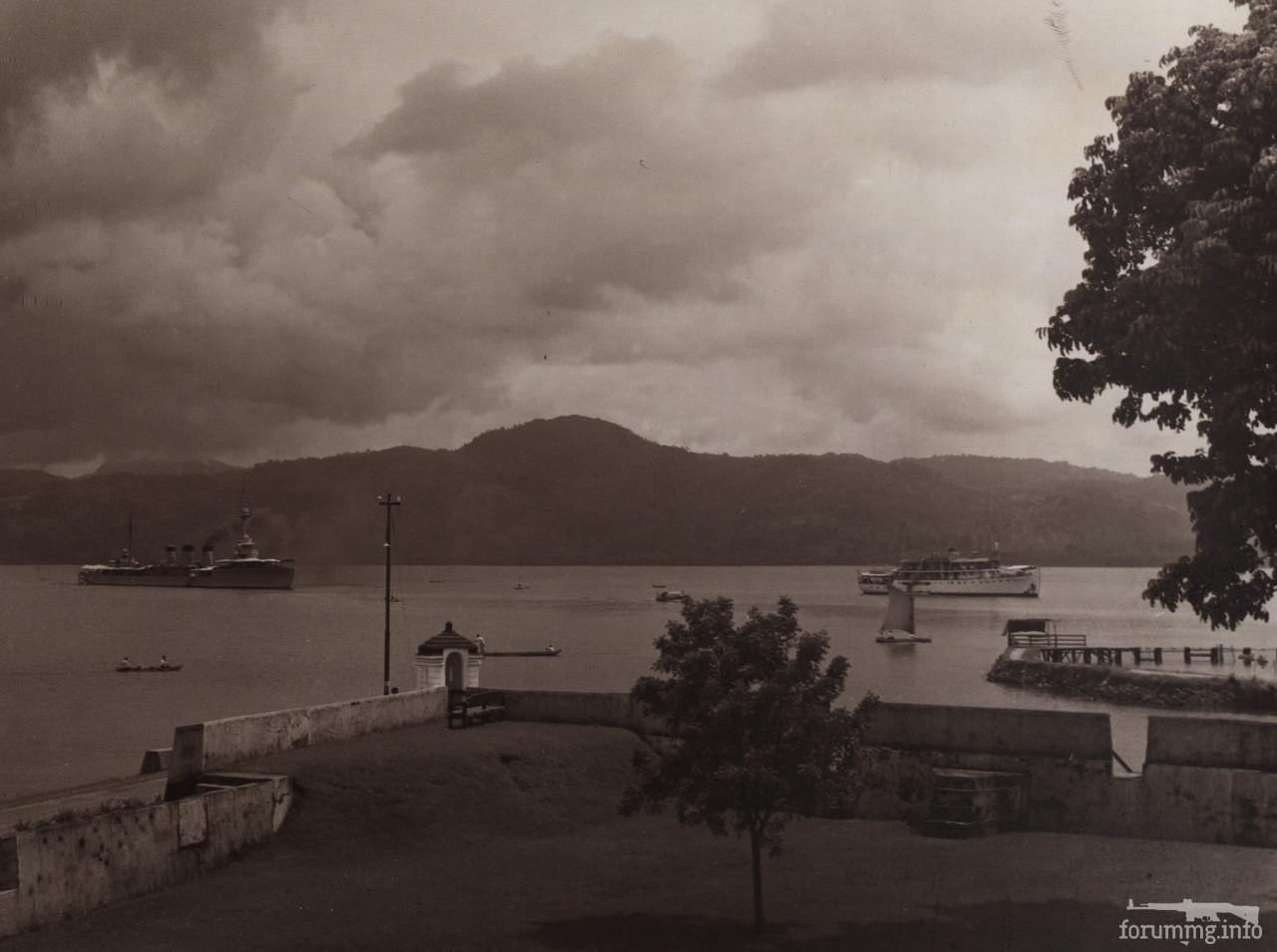 124415 - Легкий крейсер IJN Tatsuta, Индонезия, середина 1930-х гг. Фотография с форта Nieuw-Victoria, Амбон.