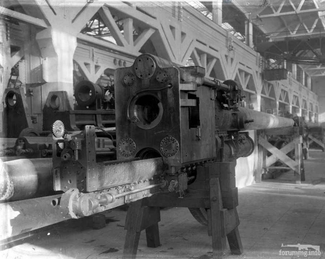 """124617 - Главный калибр итальянских легких крейсеров в цеху завода - 152 mm/53 (6"""") Models 1929. Снимок 1935 г."""
