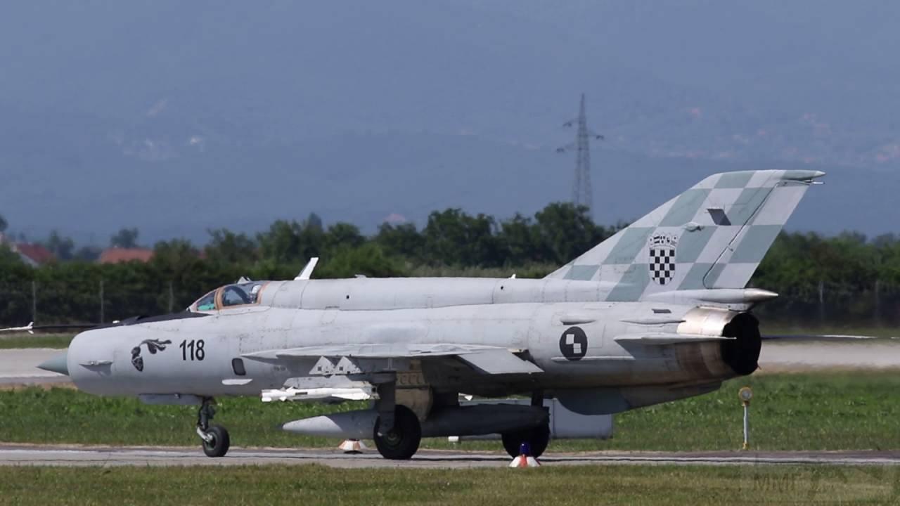 """12466 - Истребитель МиГ-21бис (бортовой номер """"118"""", заводской номер 75092905) ВВС Хорватии, прошедший ремонт на ГП «Одесавиаремсервис». Загреб, август 2016 года."""
