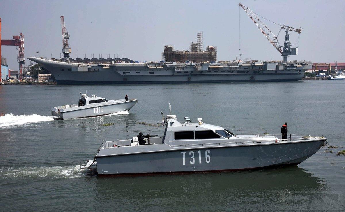 12667 - Два авианосца
