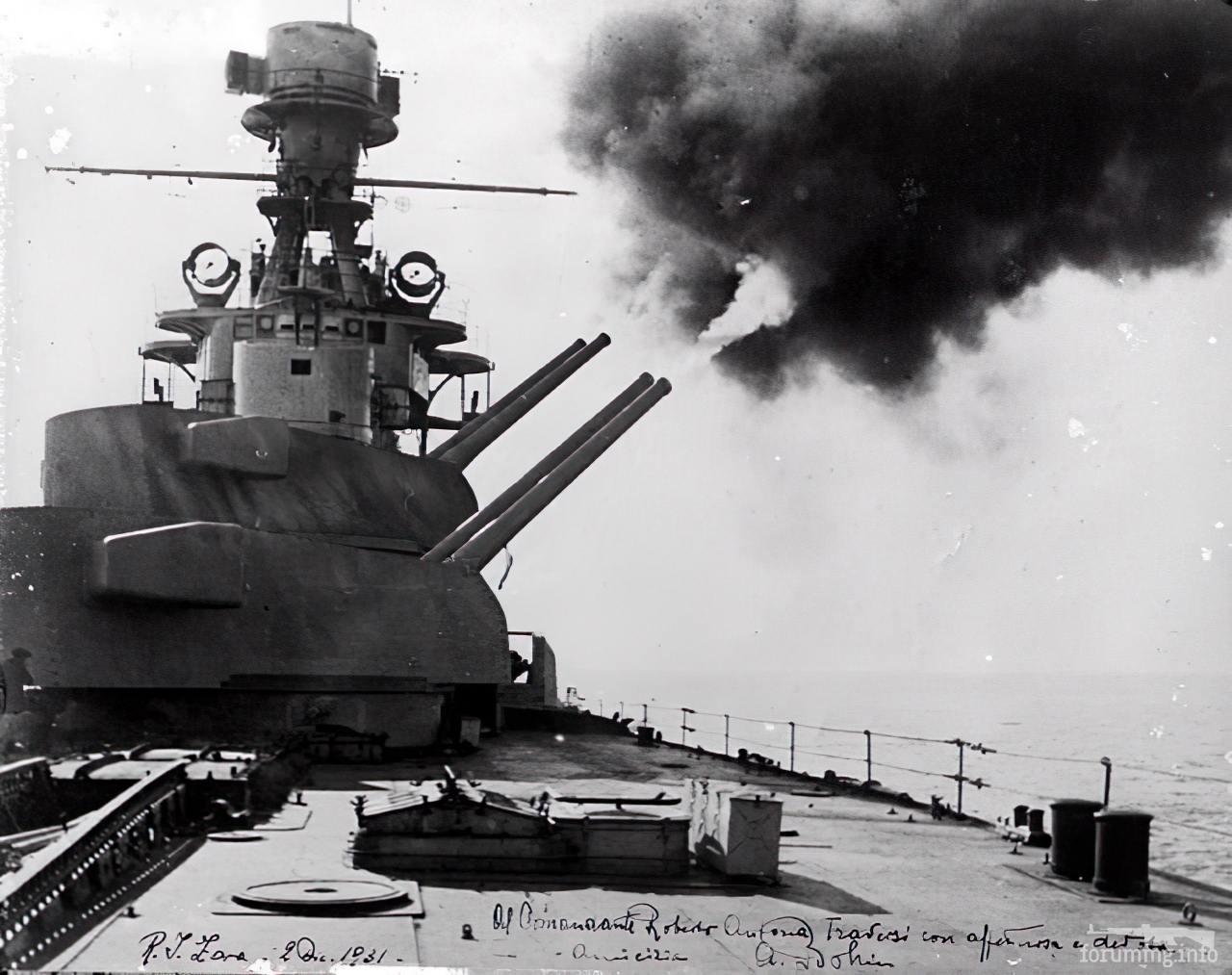 129593 - Тяжелый крейсер Zara ведет огонь главным калибром.