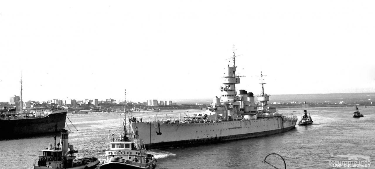 129613 - Последний путь последнего итальянского линкора - Andrea Doria покидает Таранто и направляется в Специю, где будет разобран на металл. 3 мая 1960 г.