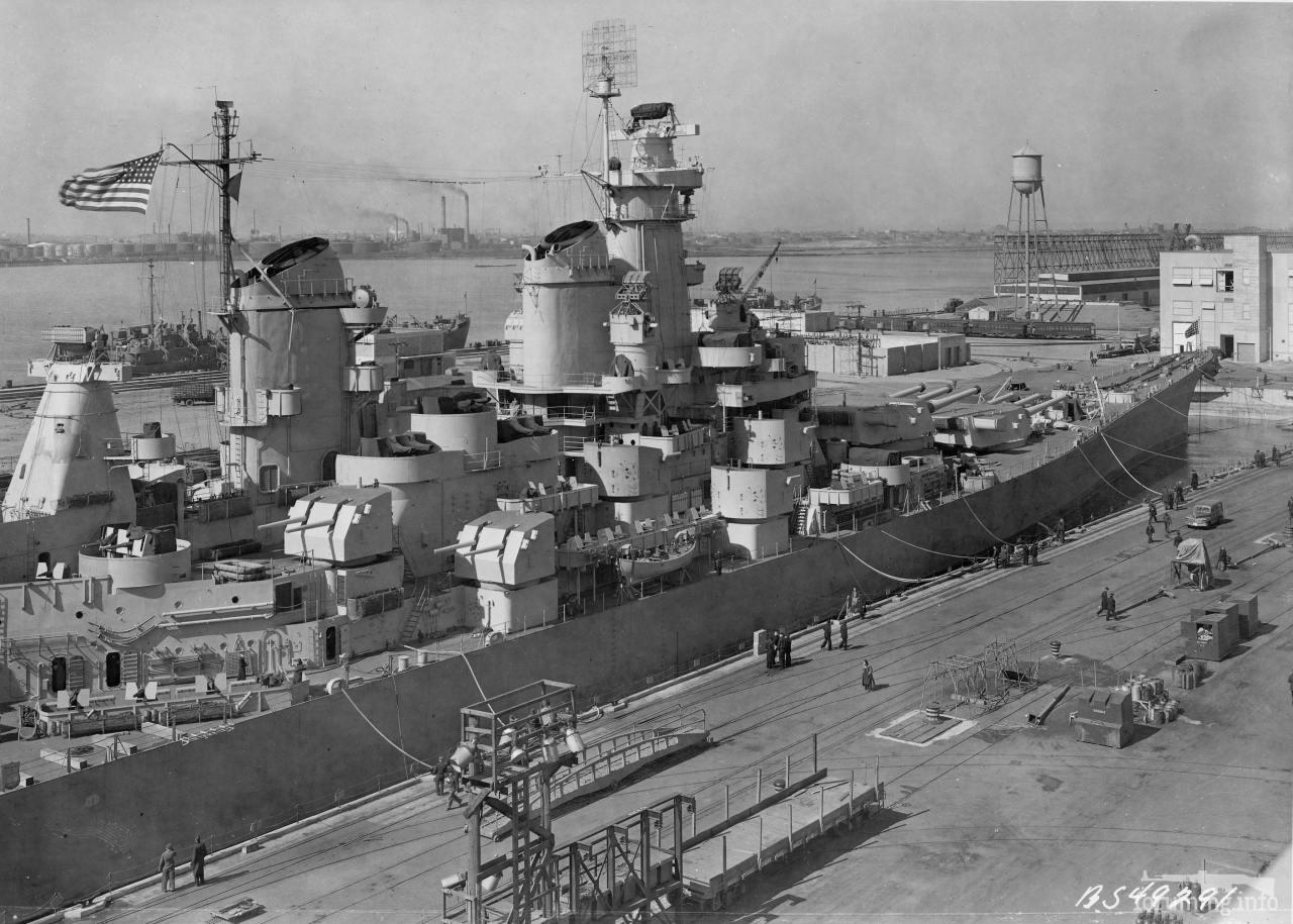 131437 - Линкор USS Iowa (BB-61) на Бруклинской верфи во время кренования, 28 марта 1943 г.