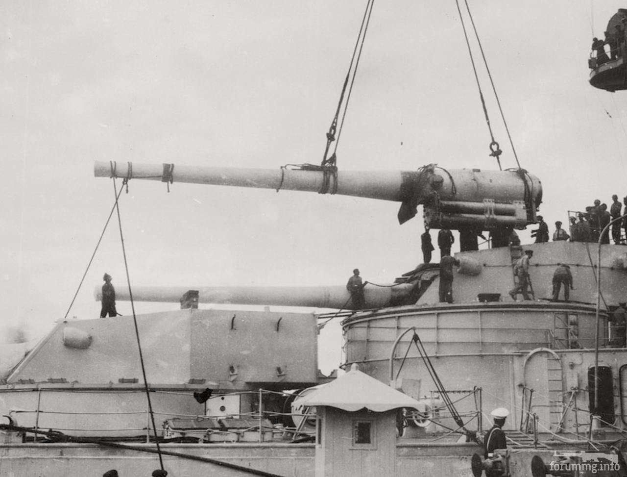133736 - Замена орудия в башне аргентинского линкора Moreno, 6 апреля 1946 г.