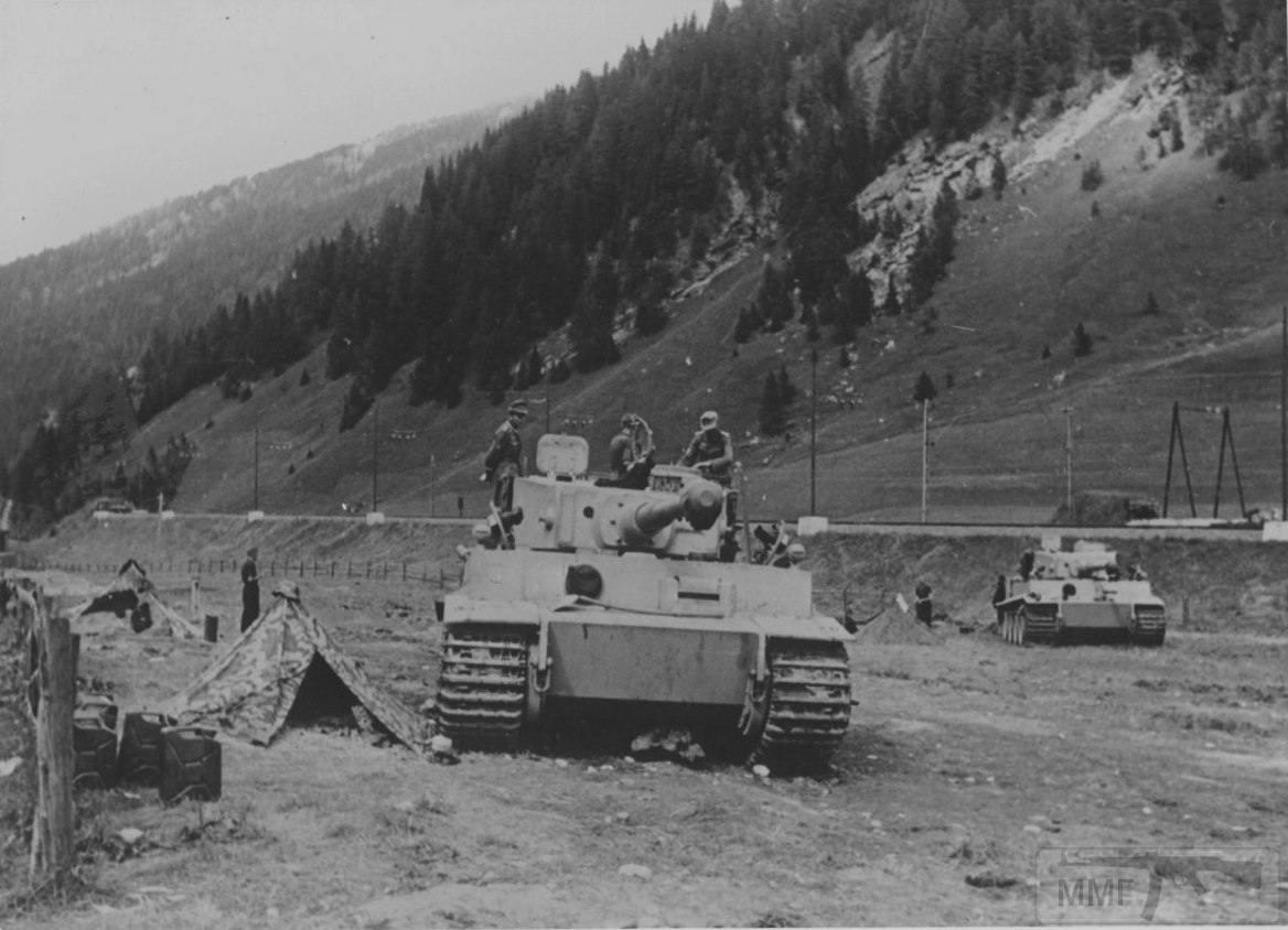13395 - Два Pz.Kpfw. VI «Tiger» Ausf E на перевале Бреннер, северная Италия, 1943 г.