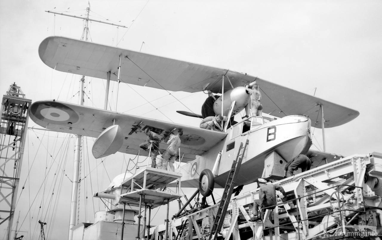 134263 - Гидросамолет Supermarine Walrus на катапульте тяжелого крейсера HMS Shropshire