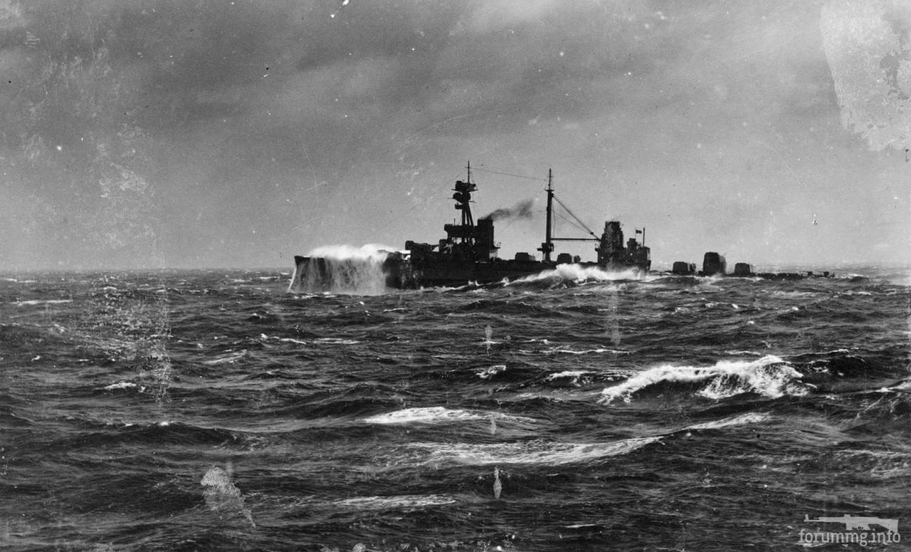 134268 - Линкор HMS Agincourt на волне.