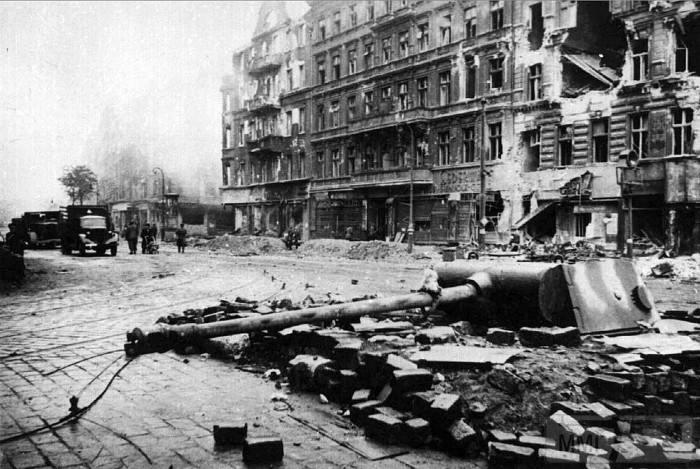 13515 - Русский герой обороны Берлина