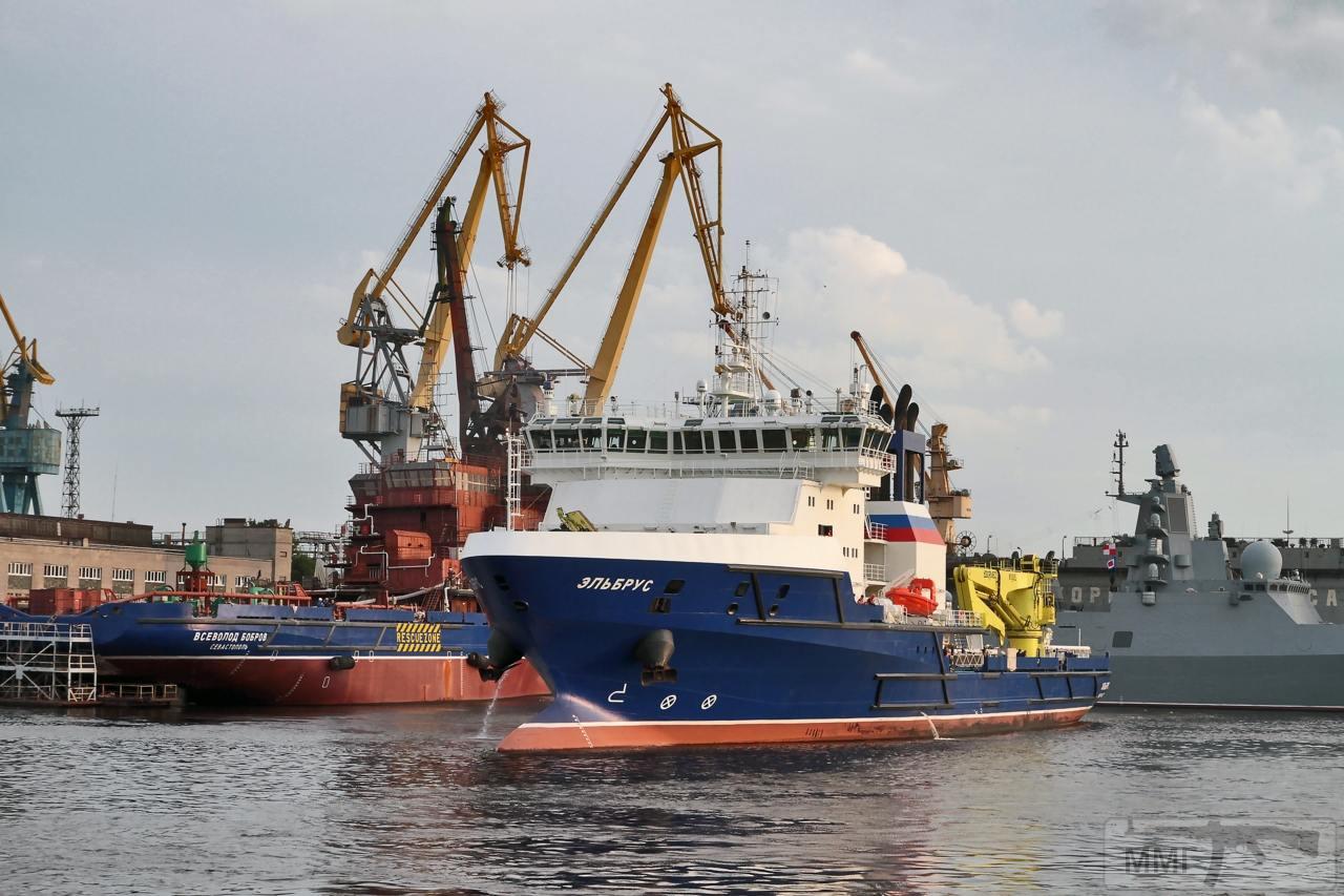 13595 - Судно тылового обеспечения «Эльбрус» проекта 23120 уходит на Северный флот