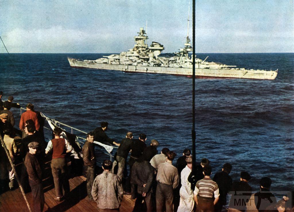 13757 - Линкор (иногда именуемый линейным крейсером из-за малого калибра орудий) Scharnhorst