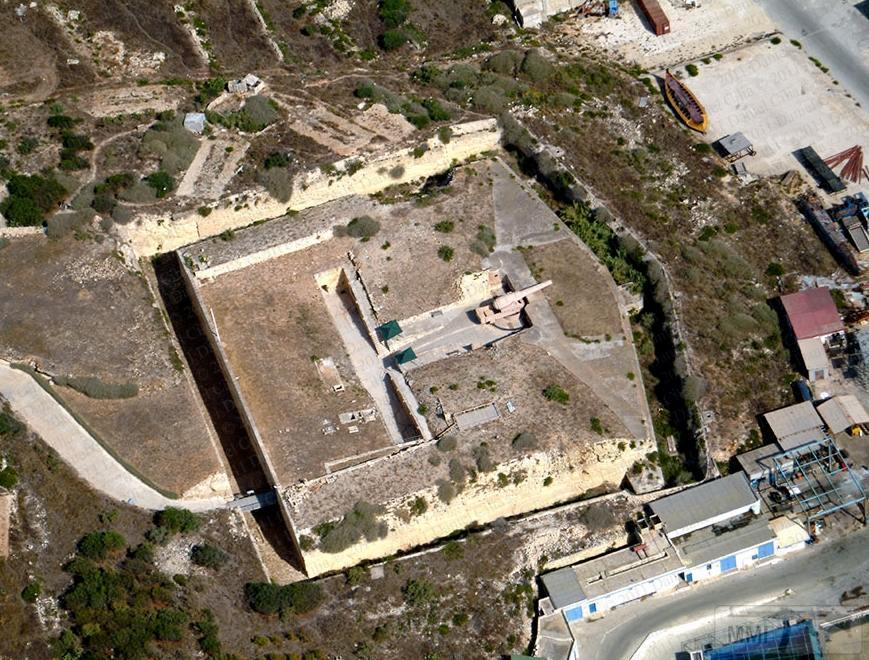 14266 - Fort Rinella - сооружение викторианской эпохи. Англичане построили форт в период с 1878 по 1886 года для того, чтобы из него могло стрелять одно единственное орудие - 100-тонная пушка Армстронга. Валлетта, Мальта.