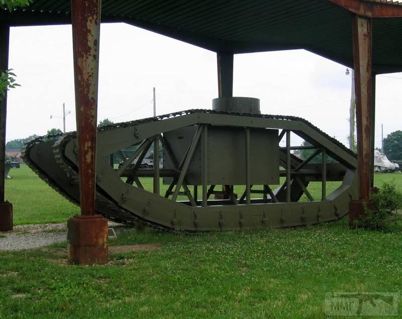 16703 - Легкий танк Pioneer Tractor Skeleton Tank (США).