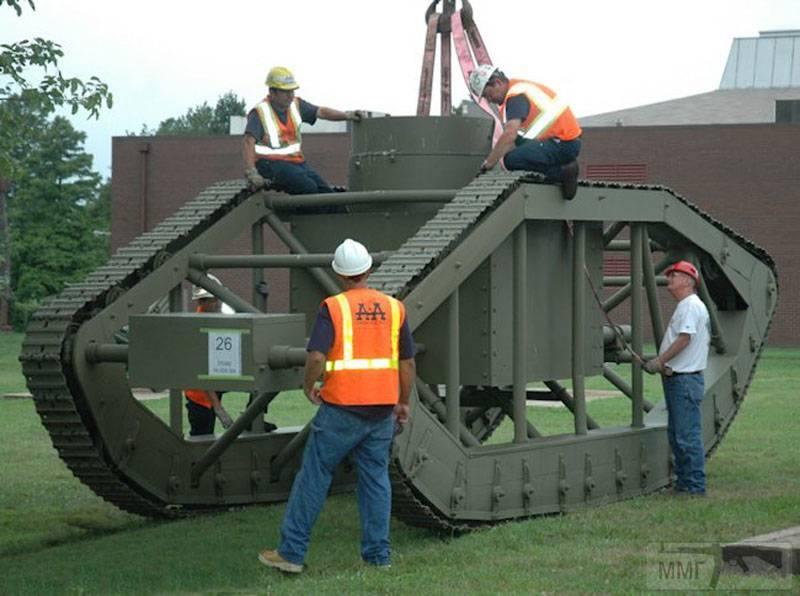 16707 - Легкий танк Pioneer Tractor Skeleton Tank (США).