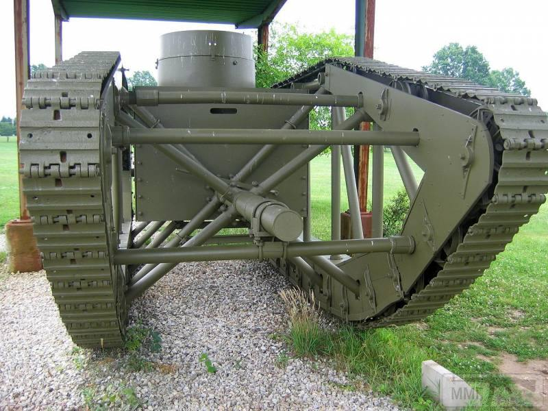 16708 - Легкий танк Pioneer Tractor Skeleton Tank (США).