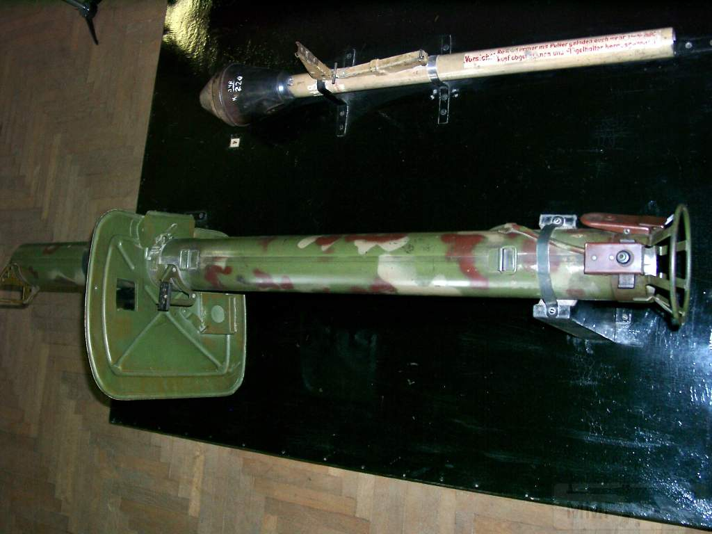 1690 - Реактивный противотанковый гранатомет RPzB.43 Ofenrohr Офенрор / RPzB.54 Panzerschreck Панцершрек