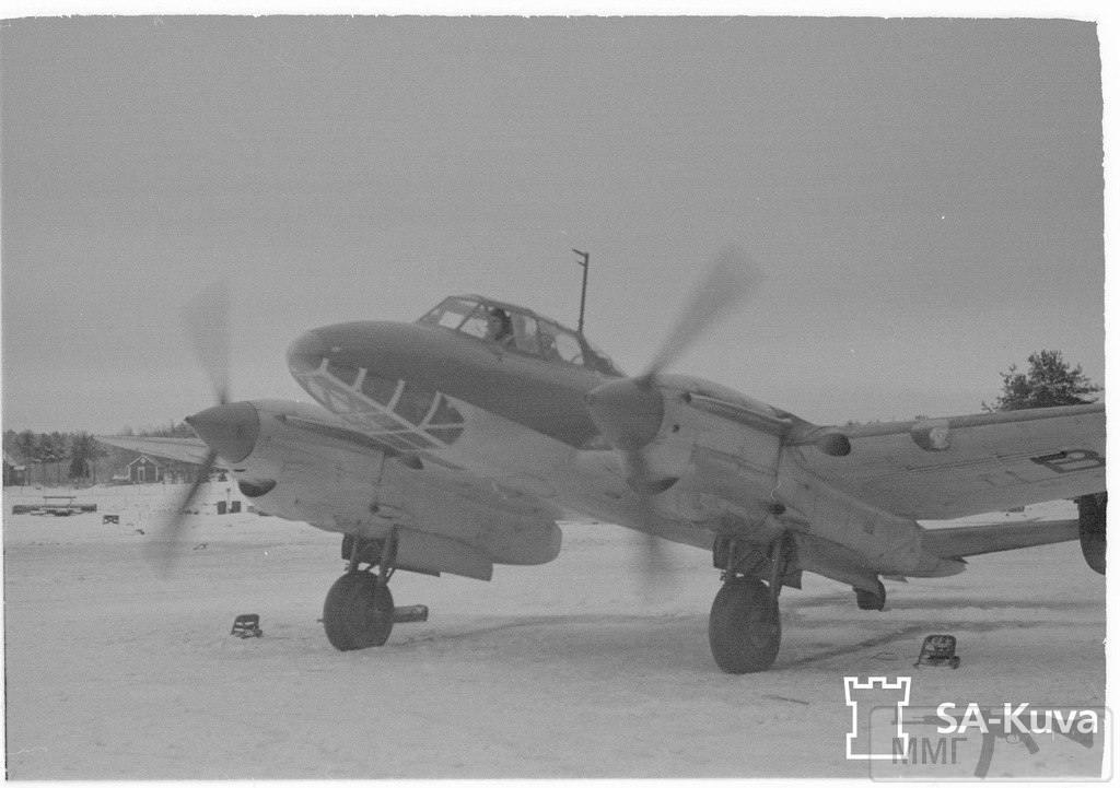 17036 - 29 января 1944 г. Финский Пе-2. В 1941 г. Финляндия приобрела у Германии шесть Пе-2. Их отправили в Финляндию морем 19.12.41. На завод VL самолеты прибыли 10.01.42. Планировавшаяся перегонка по воздуху из Пинска сорвалась из-за непригодности техники к полетам. После ремонта машины получили номера от РЕ-211 до РЕ-216 и были переданы эскадрилье LeLv48.