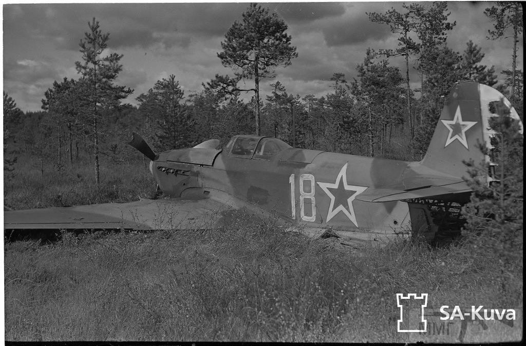 """17037 - ЯК-9 (""""18"""", зав. №12153-18 из 29-го гв. иап 275-й и ад 13-й воздушной армии), последний попавший в руки финнов. Приземлился на """"брюхо"""" у Ховинкюля (под Лаппеенрантой)."""