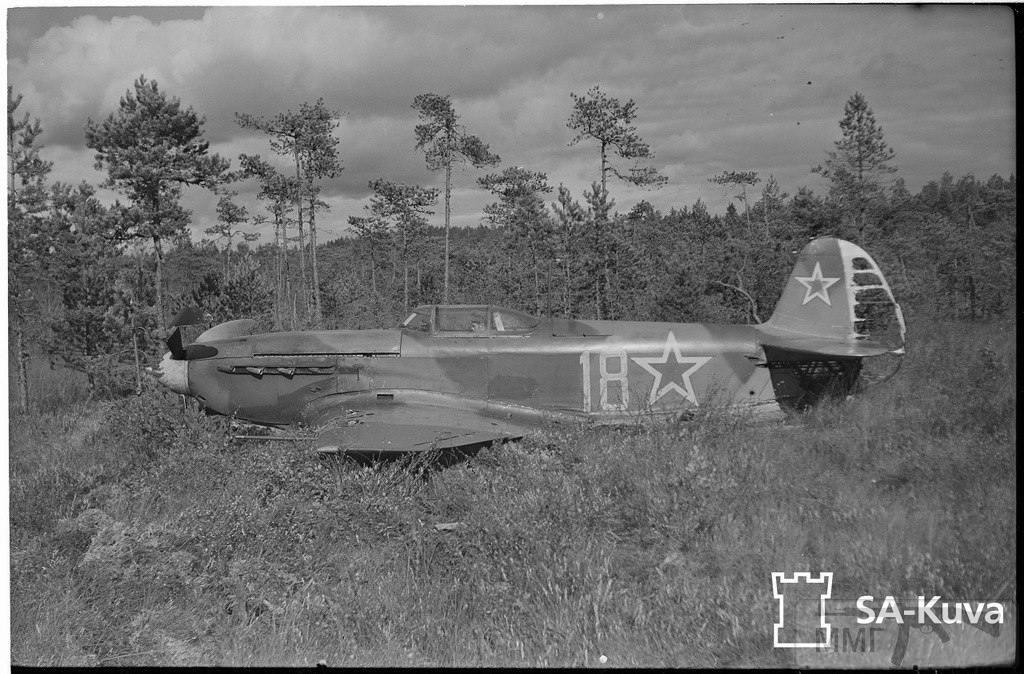 """17038 - ЯК-9 (""""18"""", зав. №12153-18 из 29-го гв. иап 275-й и ад 13-й воздушной армии), последний попавший в руки финнов. Приземлился на """"брюхо"""" у Ховинкюля (под Лаппеенрантой)."""
