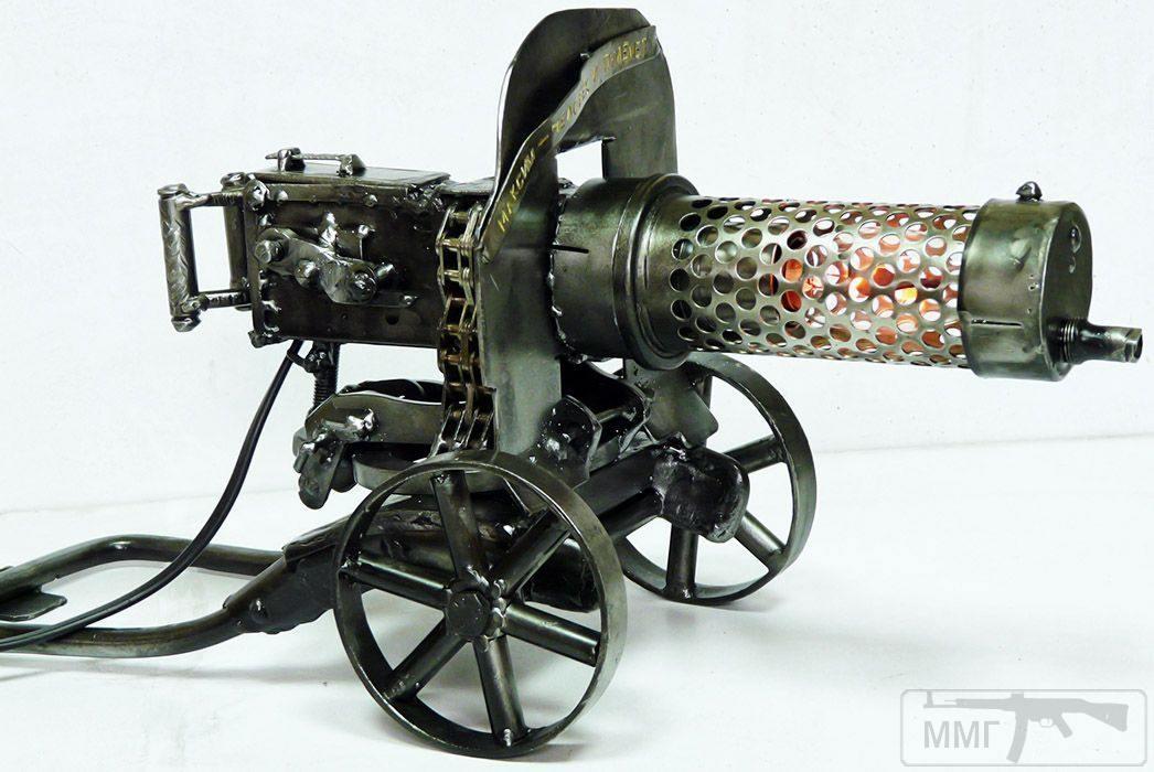 17153 - Настольный светильник, оснащённый 3-ваттной мерцающей лампочкой. Длина ~40 см.