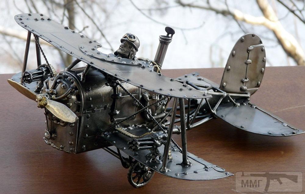 """17154 - Биплан с паровым двигателем и двумя """"Вулканами"""" на нижних плоскостях :) Шкатулка-визитница. Длина 32 см, размах крыльев 30 см."""