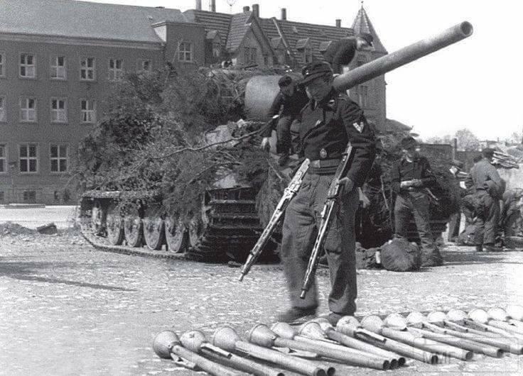 17344 - Ручной противотанковый гранатомет Panzerfaust (Faustpatrone)