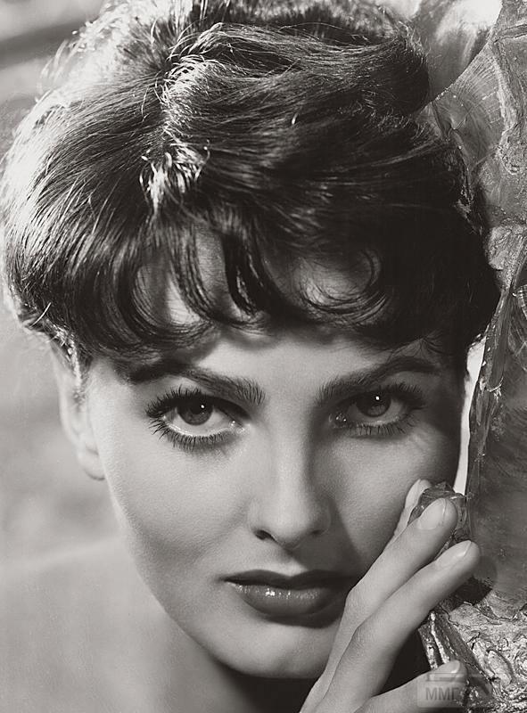 18859 - Урсула Тисс / Ursula Thiess, урожд. Шмидт / Schmidt (15 мая 1924, Гамбург - 19 июня 2010) - немецкая и американская актриса, а также фотомодель