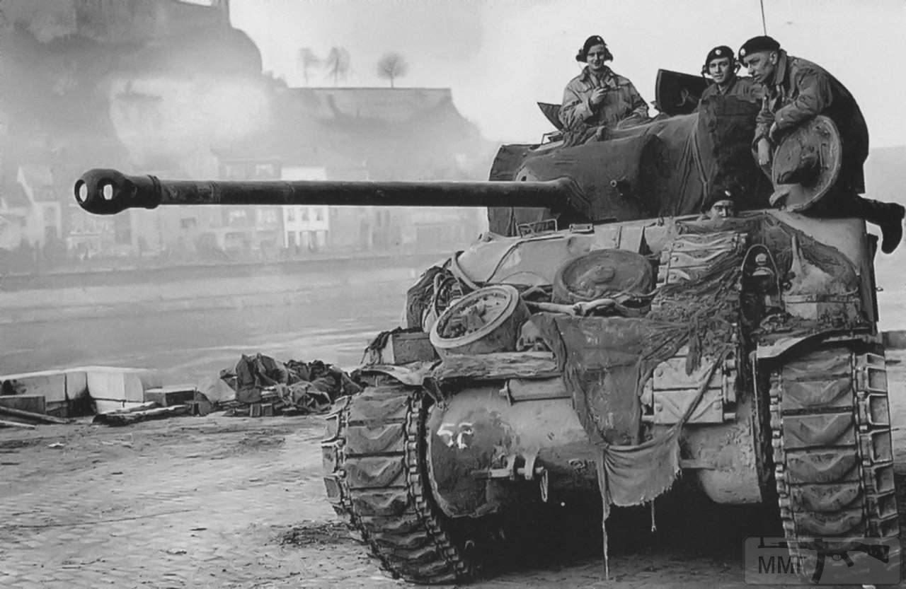 20228 - Британский Sherman Firefly в Намюре, Бельгия, 1944 год.