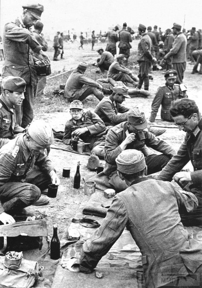 21451 - На стройке немцы пленные на хлеб меняли ножики...